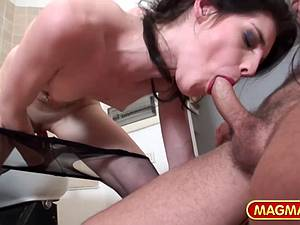 Marvelous Mandy Slim makes the barber a happy man