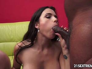 Marvelous Mira Cuckold dominate her man at sexy picnic